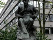 Statue of Sigmund Freud in London, with the Tavistock Clinic in the background.