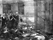 English: The corpses of victims of Soviet NKVD murdered in last days of June 1941, just after outbreak of German-Soviet War (NKVD prisoner massacres) and escape of Red Army and NKVD troops from the cities. Here: Lwów, citizens of Lwów are looking for thei
