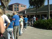 English: Voters in line to cast ballots in 2008 presidential election in Gainesville, Florida on November 1, 2008