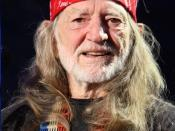 English: Willie Nelson getting ready to perform. Farm Aid 2009. Photo by Larry Philpot, www.soundstagephotography.com