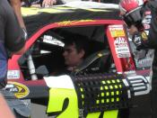 Jeff Gordon prepare in his car before race