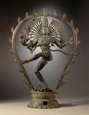 English: Sculpture of Shiva in copper alloy from India (Tamil Nadu). Dimensions: 30 x 22 1/2 x 7 in. Circa 950-1000. Dim :76.20 x 57.15 x 17.78 cm. Art of the Chola dynasty (IXe -XIIIe c.) Français: Sculpture de Shiva dans un alliage de cuivre en provenan