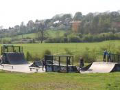 English: Skatepark, Napton This park for skateboarders, inline skaters and BMXers stands at the south side of Napton's sports ground beside the road to Priors Marston.