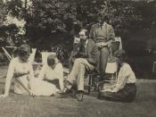 A group at Garsington Manor, country home of Lady Ottoline Morrell, near Oxford. Left to right: Lady Ottoline Morrell, Mrs. Aldous Huxley, Lytton Strachey, Duncan Grant, and Vanessa Bell.