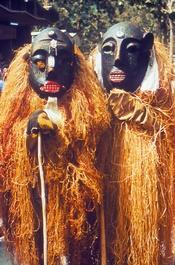 English: Two Lassa Witch Doctors Français : sorciers guérisseurs de Lassa (Nigeria)