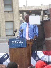 English: Reggie Love at the Barack Obama-Joe Biden United States Vice Presidential announcement in Springfield, Illinois.