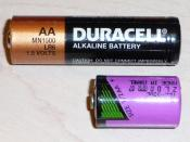 English: Comparison picture of 1/2 AA battery and a AA battery.