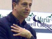 U.S. Senator Russ Feingold (D-WI) speaking at Senator Maria Cantwell's (D-WA) campaign rally, Ravenna-Eckstein Community Center, Seattle, Washington.