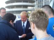English: Francis Lee outside the City of Manchester Stadium