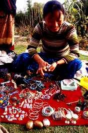 日本語: チベット人の物売り nepal