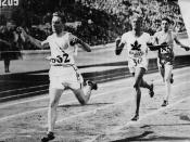 Phil Edwards of Canda (centre) competing in the men's 800 metres race during the VIIIth Summer Olympic Games / à l'épreuve du 800 mètres durant les VIIIe Jeux Olympiques d'été