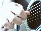 English: Picture from playing guitar with guitar pick by Babak Babali