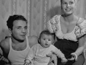Jake LaMotta, Vikki and their son (1947)