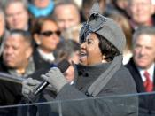 English: Aretha Franklin sings