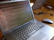 Arbeiten von zu Hause mit dem Laptop