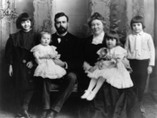 Early picture of Ernest Hemingway with his family. Included in thephotograph are Marcelline, Sunny, C. E. Hemingway, Grace Hemingway, Ursula, andErnest standing at the far right.