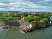 English: Suomenlinna, a fortress near Helsinki, Finland. Picture taken from a ferry. Suomi: Suomenlinna kuvattuna ohikulkevasta laivasta