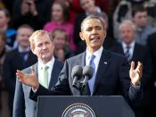 English: United States President Barack Obama making a speech to a large crowd at College Green in Dublin, Ireland. Behind him, Irish Taoiseach Enda Kenny.