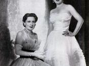 English: Gloria Morgan Vanderbilt (left)and twin Thelma Morgan Furness, Viscountess Furness (right), 1955.