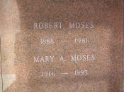 English: The crypt of Robert Moses in Woodlawn Cemetery, Bronx, NY