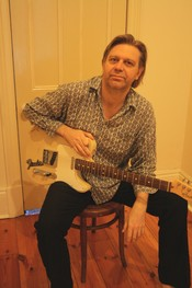 English: Dave Maton with his Telecaster