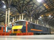 English: A GNER class 90 locomotive at Liverpool Street station in London Liverpool Street station roof, with an ex-GNER liveried Class 90 locomotive in the foreground. Taken around the time of the TOC refranchising.
