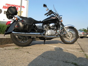 English: Honda Shadow VT 125 C1 with original Honda Accessoires Deutsch: Honda Shadow VT 125 C1 mit original Honda Zubehör