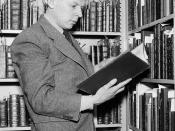 English: Cropped picture of Dr. Giles E. Dawson, reference librarian, inspecting $2,500,000 in rare books acquired for Folger Library. Washington, D.C., May 14, 1938.