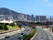 English: National road N2 entering City Bowl of Cape Town, South Africa