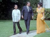 English: C10079-9A, President Reagan with President of the Philippines Ferdinand Marcos and Imelda Marcos during a state visit outside the Oval Office. Nederlands: C10079-9A, President Reagan met de Filipijnse president Ferdinand Marcos en zijn vrouw Imel