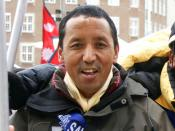 English: Apa Sherpa (born Lhakpa Tenzing Sherpa), Nepali Sherpa mountaineer, who reached the summit of Mount Everest for the 21st time on May 11, 2011 Dansk: Apa Sherpa (født Lhakpa Tenzing Sherpa), Sherpa bjergbestiger fra Nepal, som nåede toppen af Moun