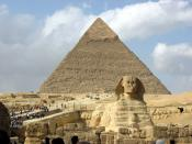 English: Great Sphinx of Giza and the pyramid of Khafre http://www.historicaltravelguide.com/the-great-sphinx-of-giza.html العربية: ابو الهول و الاهرامات في الجيزة