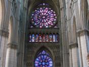 English: Nave of Reims Gothic cathedral, looking west. The upper rose window is in Gothic architecture Rayonnant style. Français : Intérieur de la cathédrale de Reims,vers la façade.
