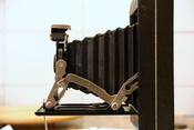 English: A Kodak Six-20 Folding Hawk-Eye camera, model C. Français : Un appareil photo Kodak Hak-Eye Six-20 pliant, modèle C.