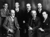 English: Freud and other psychoanalysts : (left to right seated) Freud, Sàndor Ferenczi, and Hanns Sachs (standing) Otto Rank, Karl Abraham, Max Eitingon, and Ernest Jones