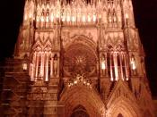 English: Reims Cathedral at night. Picture taken with my Blackberry Storm.