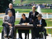 English: President George H. W. Bush signs the Americans with Disabilities Act of 1990 into law. Pictured (left to right): Evan Kemp, Rev Harold Wilke, Pres. Bush, Sandra Parrino, Justin Dart