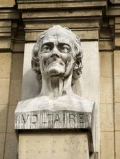 English: a bust of Voltaire, on the façade of Lycée Voltaire in Paris Français : Buste de Voltaire, sur la façade du Lycée Voltaire à Paris