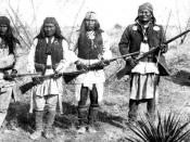 English: Apache warrior Geronimo (right) and his warriors in 1886