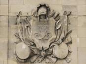 English: Monogram of king Louis XIV of France with trophies, main entry of the Hôtel National des Invalides, Paris Français : Monogramme de Louis XIV entouré de trophées guerriers, entrée principale de l'Hôtel National des Invalides, Paris