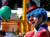 English: Rheinkirmes 2006, Düsseldorf, Germany A clown with a balloon