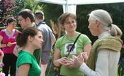 English: Jane Goodall with volunteers of Roots and Shoots, Hungary Magyar: Jane Goodall a Rügyek és Gyökerek magyarországi rendezvényén