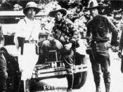 Sandino (center) en route to Mexico