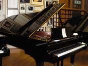 Steinway concert grand piano, model D-274 Español: Piano de cola de marca Steinway, modelo D-274