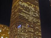 English: The Republic Plaza building on the 16th Street Mall, Denver, the tallest building in Colorado. Panorama from two images.