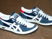 English: ASICS Shoes Français : ASICS Chaussures