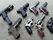 English: Clockwise start at the top left: Glock G22, Glock G21, Kimber Custom Raptor, Dan Wesson Commander, Ruger sp101, Ruger Blackhawk .357, Sig Sauer P220 Combat.