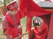 English: Bride and groom at a traditional Chinese wedding ceremony