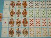 English: skat deck, 32 cards, French deck with German suits Deutsch: Skatblatt, 32 Blatt, französisches Bild mit deutschen Farben