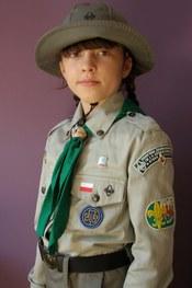 English: Uniform of girl Cub Scout in Poland (ZHP) Polski: Oficjalny dziewczęcy mundur zuchowy (ZHP)